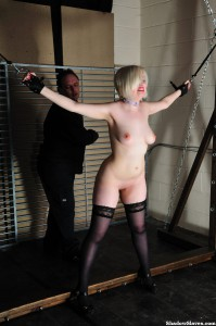amateur-slaves-whipped-02