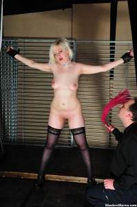 amateur-slaves-whipped-04