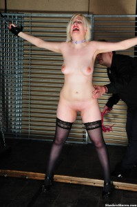 amateur-slaves-whipped-07