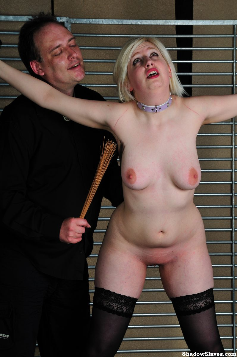 www.shadow slaves.com ... amateur-slaves-whipped-16